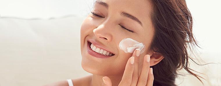 Aplícate bien la crema hidratante: ¡sigue el método!