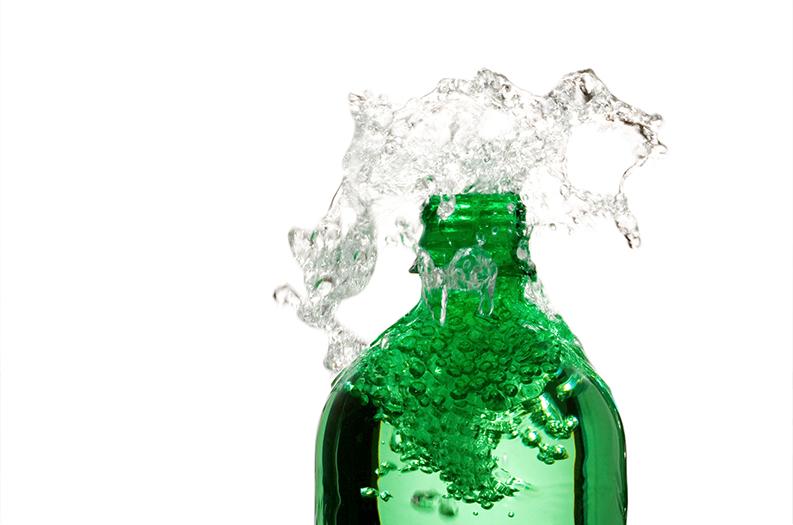¿Agua con gas, la nueva solución de belleza para una tez apagada?