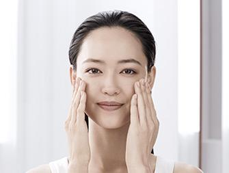 ¿Cómo aplicar el aceite facial?